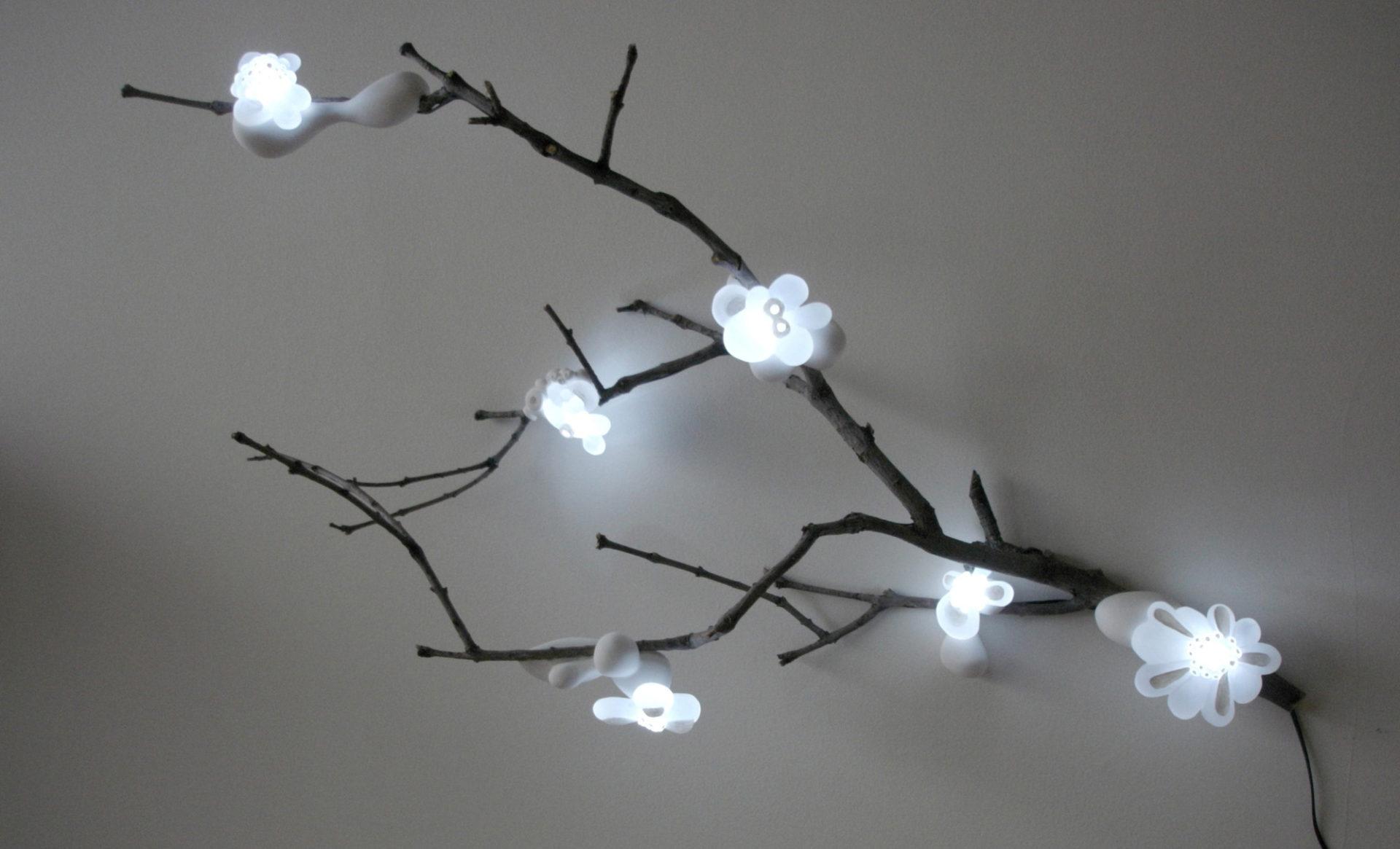sculpture lumineuse branche arbre