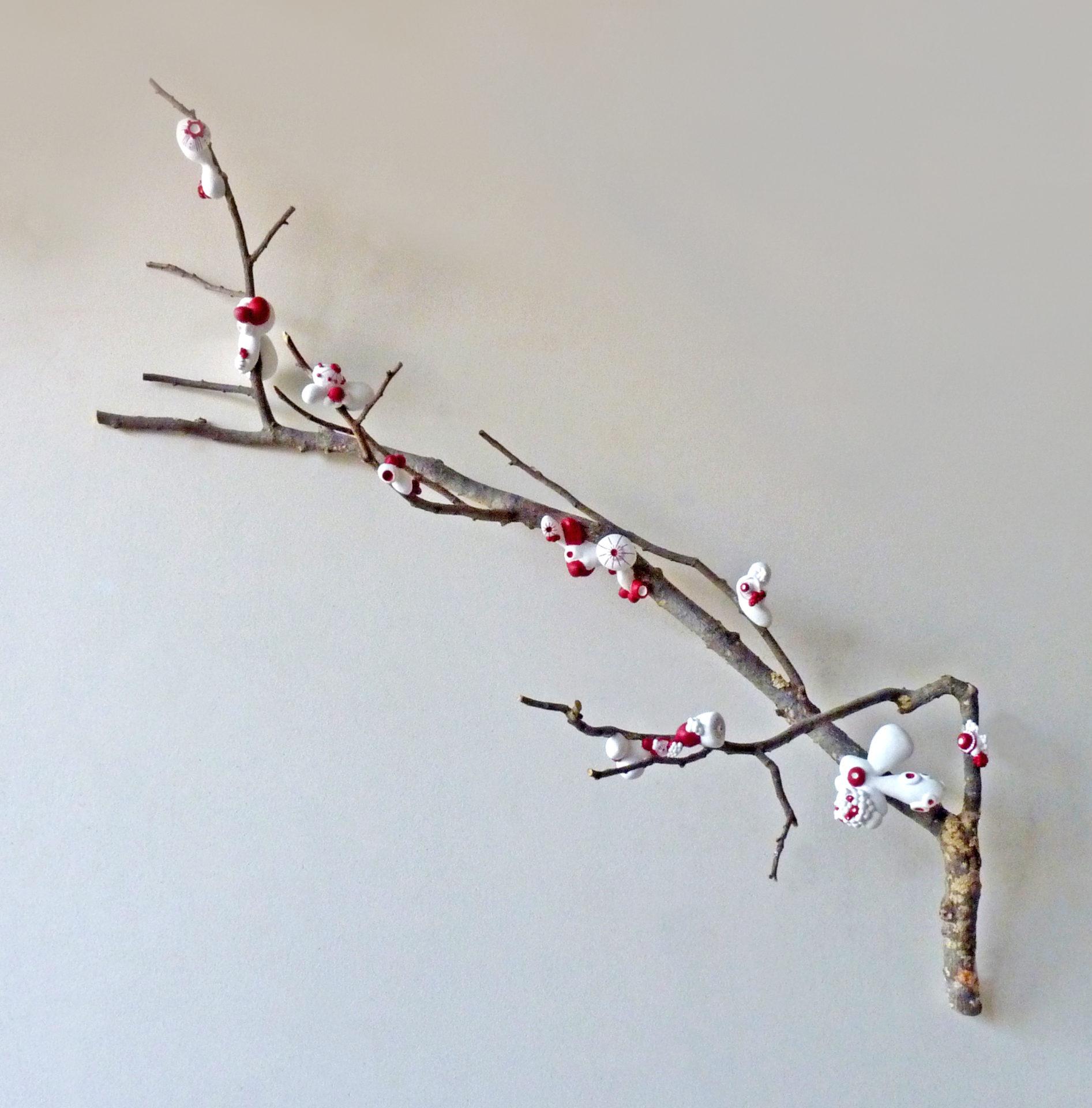 sculpture branche arbre rouge blanc plâtre